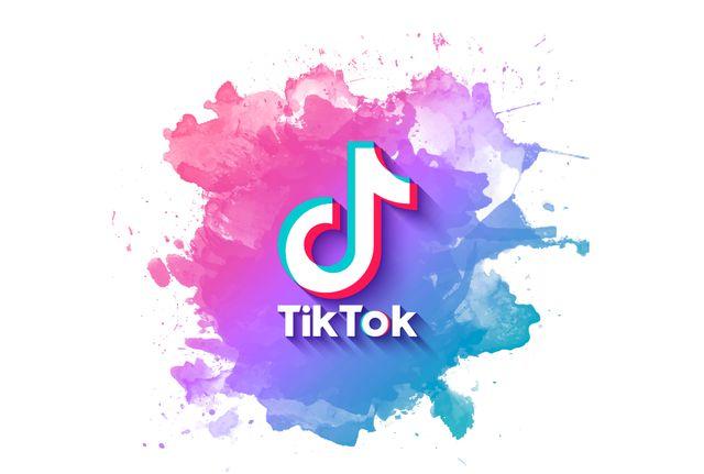Яркий баннер TikTok с акварельными пятнами краски