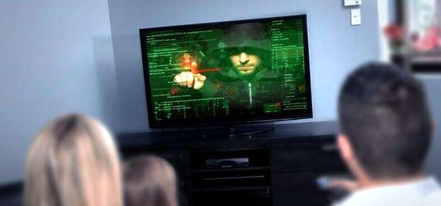 Хакер прорывается сквозь экран домашнего телевизора