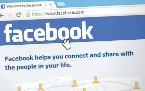 Переход на главной странице социальной сети Facebook