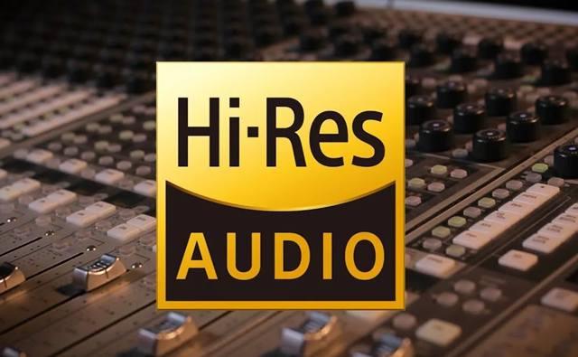 Эмблема формата Hi-Rec Audio на фоне музыкального микшера