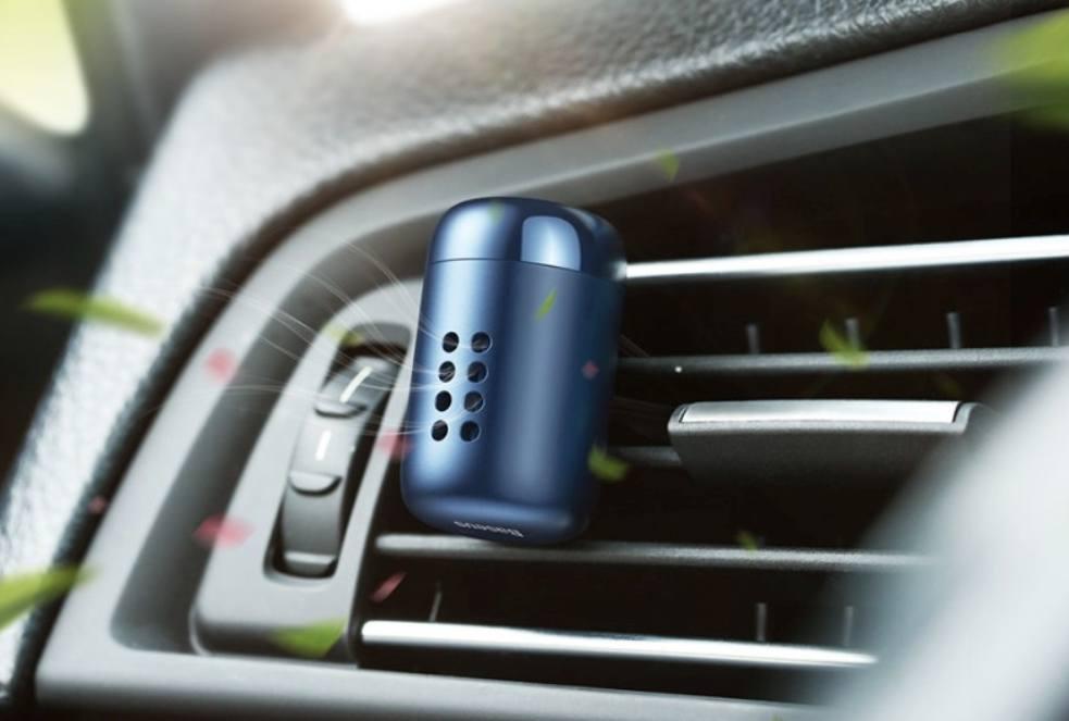 Освежитель воздуха автомобиля на вентиляционной решетке