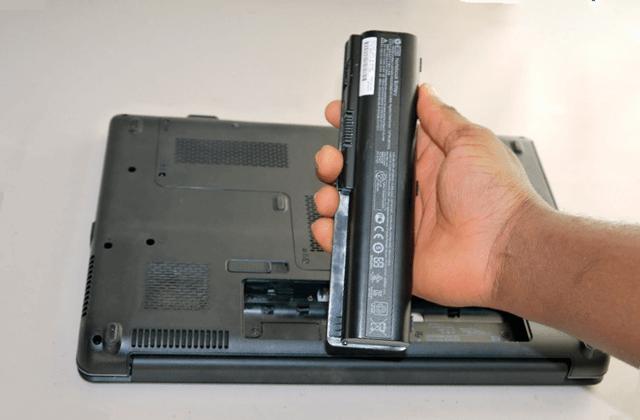 Извлечение аккумулятора мобильного компьютера