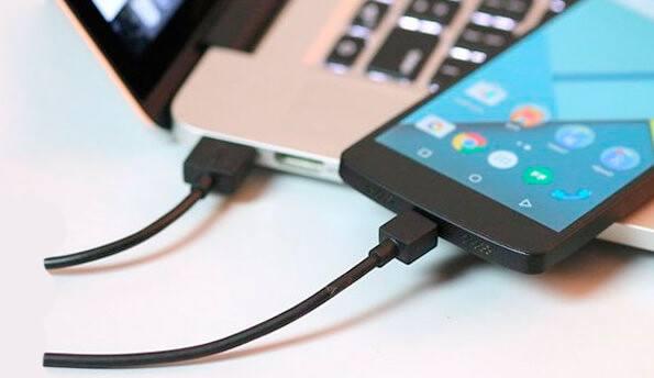 Процесс зарядки энергией аккумуляторов мобильных устройств