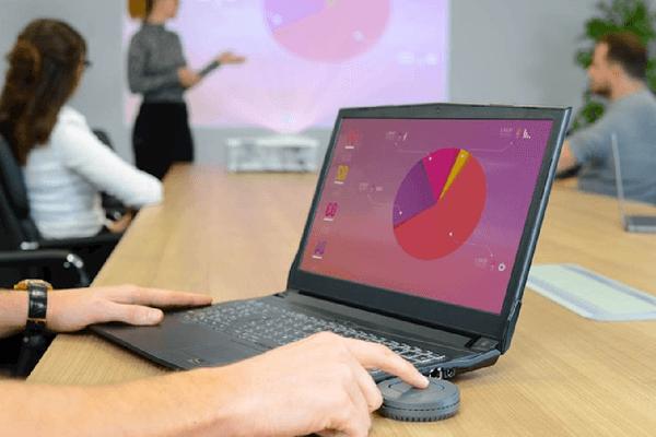 Отображение презентации бизнеса с помощью проектора