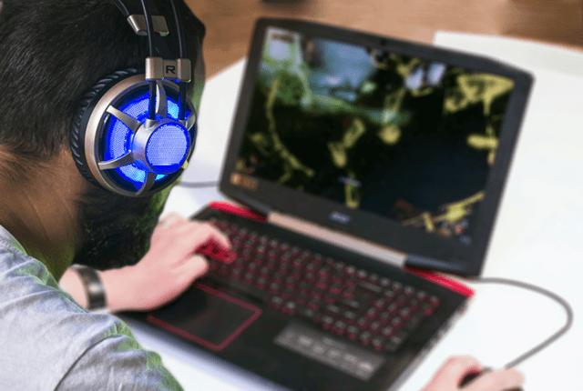 Игровой процесс на мощном ноутбуке