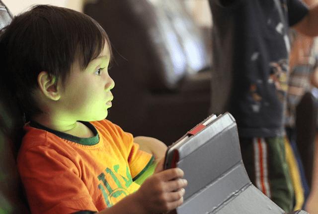 Современный ребёнок погружен в мир умных устройств