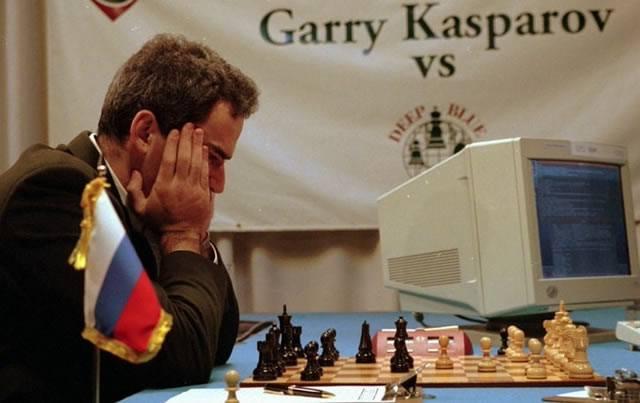 Каспаров играет в шахматы против компьютера Deep Blue