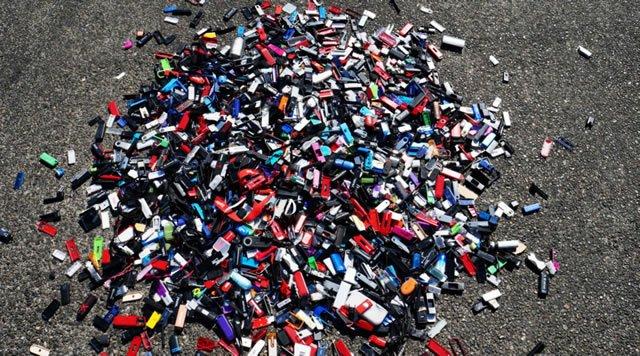 Большая куча испорченных USB flash дисков