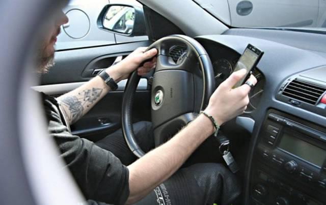 Использование смартфона при управлении автомобилем
