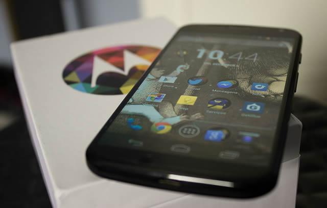 Распакованный смартфон Motorola Moto X