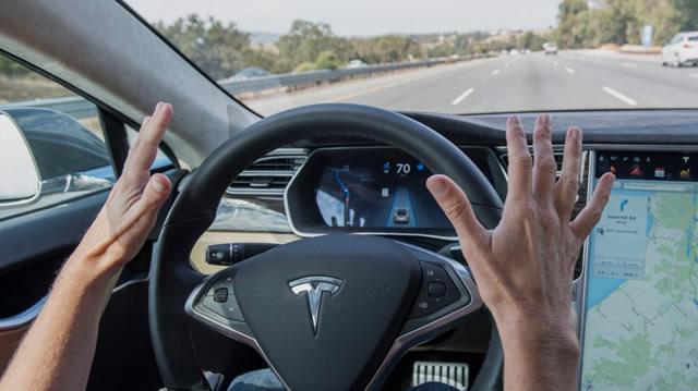 Система автоматического управления в новых автомобилях Tesla