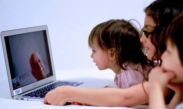 Дети младше 16 лет пользуются компьютером