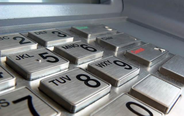 Клавиатура банкомата крупным планом
