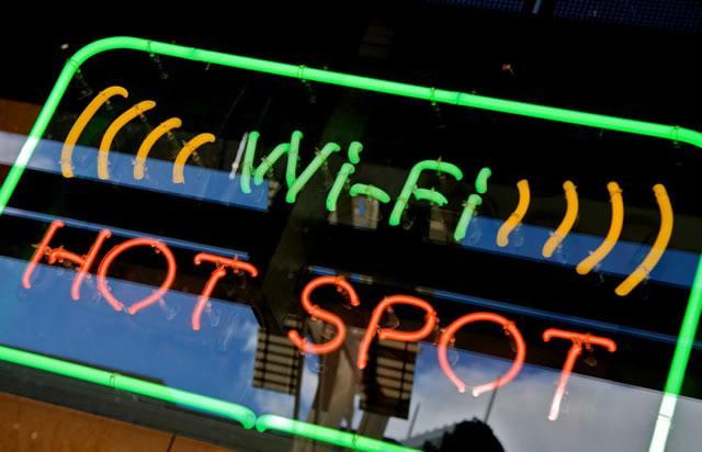 Объявление о наличии горячей точки подключения к сети Wi-Fi