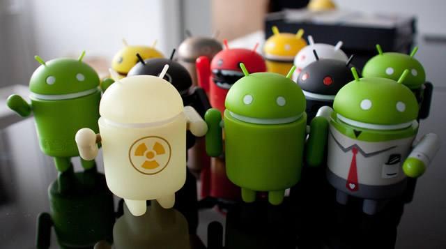 Разноцветные пластиковые куколки Android