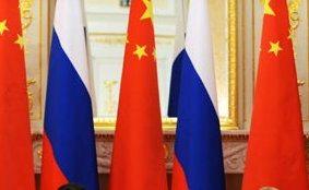 Чередование флагов России и Китая