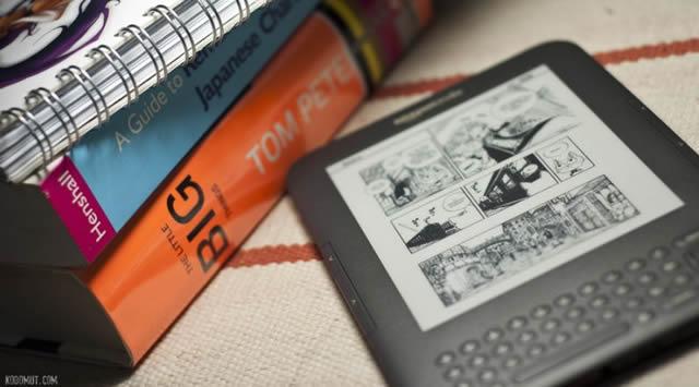 Электронная книга рядом с бумажными