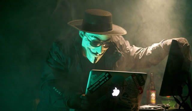 Антуражный представитель группы хакеров Anonymous