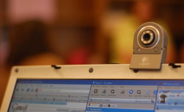 Веб-камера установленная на мониторе компьютера