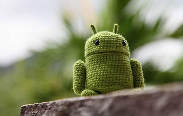 Вязанный логотип операционной системы Android
