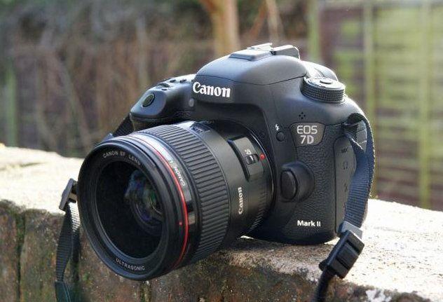Canon EOS 7D Mark II – лучшая цифровая зеркальная полупрофессиональная фотокамера