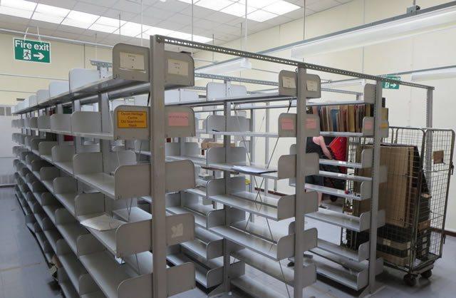 Пустые архивные полки