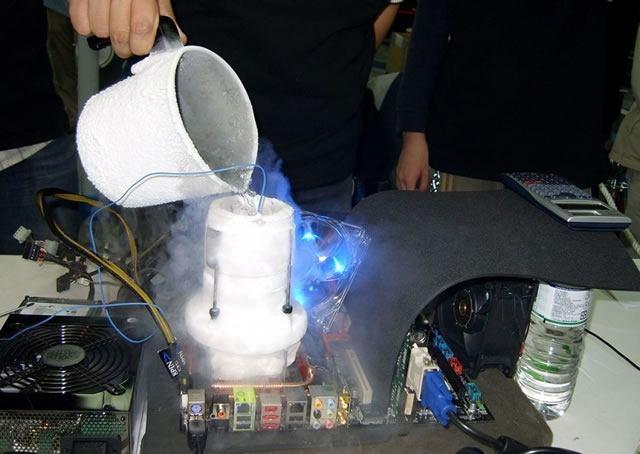 Использование жидкого азота при разгоне процессора компьютера