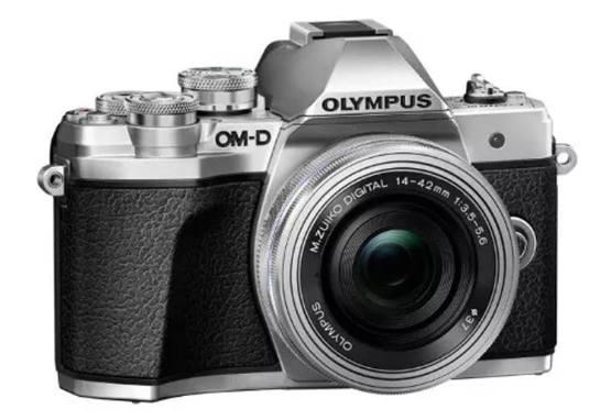 Olympus OM-D E-M10 Mk III – фотокамера для путешественника
