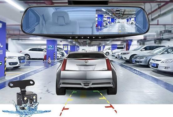 Автомобильное зеркало обзора салона с видеорегистратором