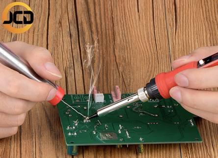 Электрический паяльник с экраном