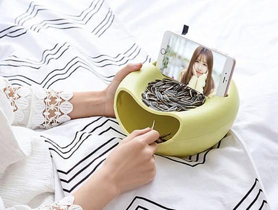 Двойная тарелка для семечек с подставкой под смартфон