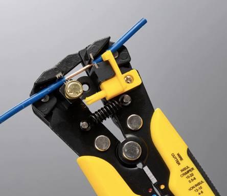 Компактный инструмент для зачистки проводов