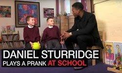 Daniel Sturridge посетил случайную школу